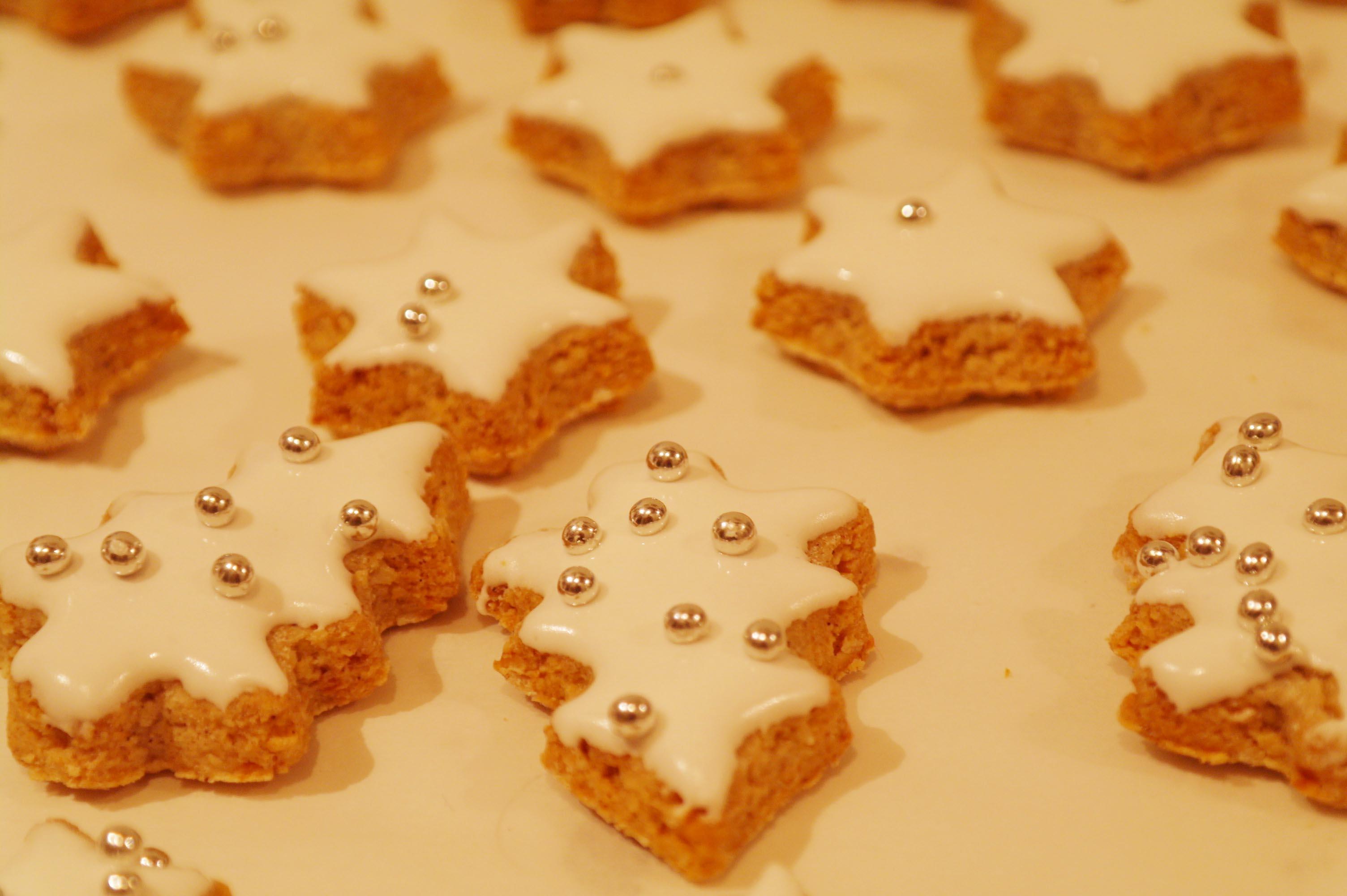 Biscotti Di Natale Tedeschi Ricetta.Biscotti Di Natale Zimsterne